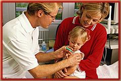 ребенок не боится делать прививку, мама уверена, что прививка поможет ее ребенку в борьбе с инфекциями